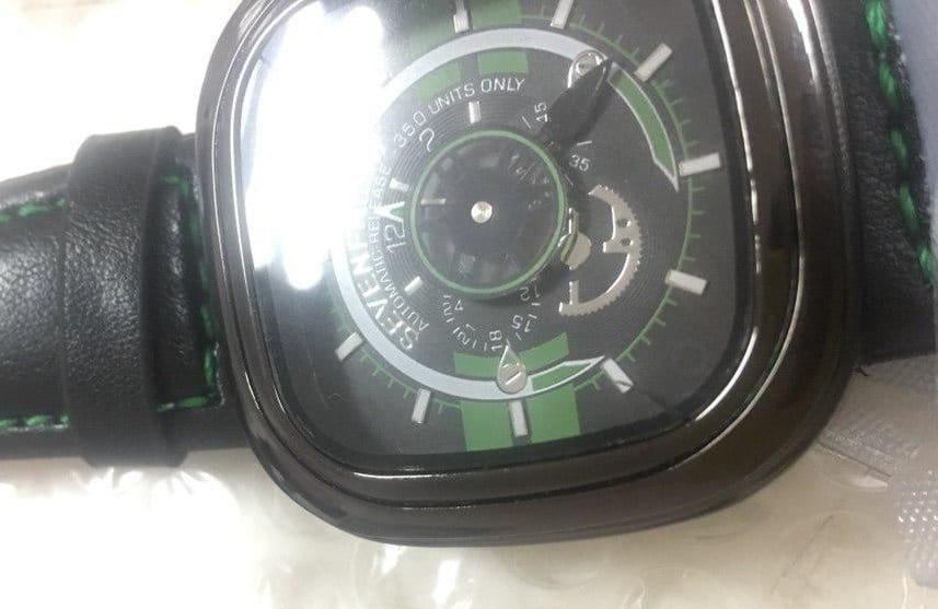Часы SevenFriday с трещиной, полученной при перевозке Новой Почтой